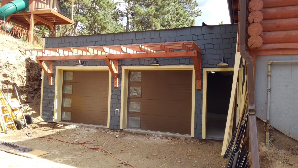 Garage: Decorative Trellis And Siding